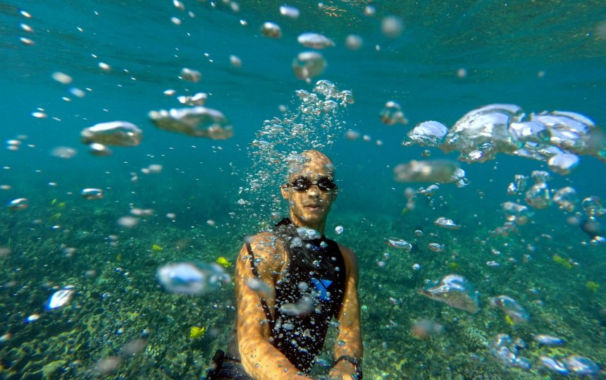 Kawika-Singson-Photographer-on-Fire-underwater-selfie-gopro