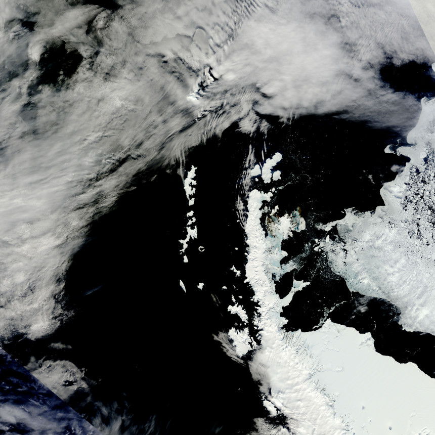 Photos-of-Antarctica-Broken-Ice-icebergs-islands-NASA