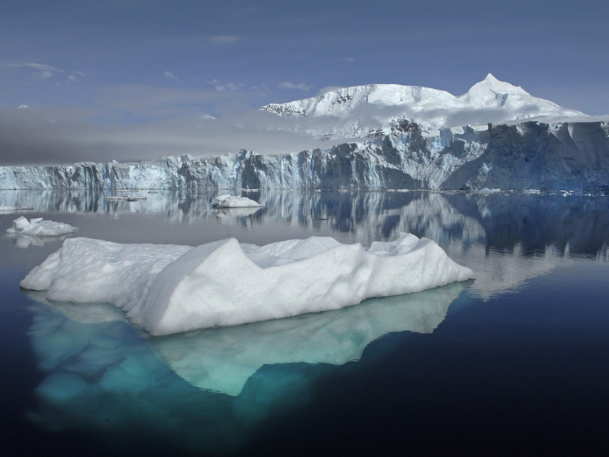 Photos-of-Antarctica-Iceberg-reflections-NASA