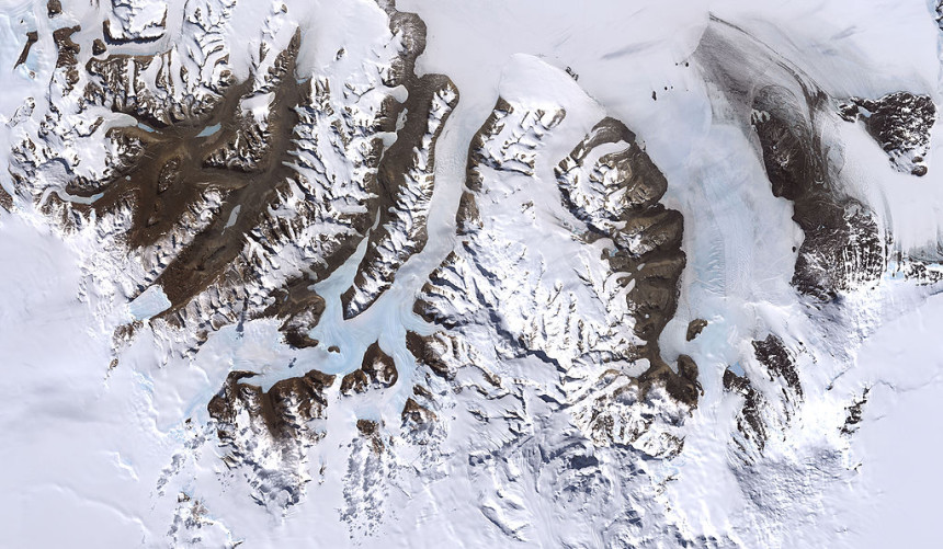 Photos-of-Antarctica-mountains-ice-NASA