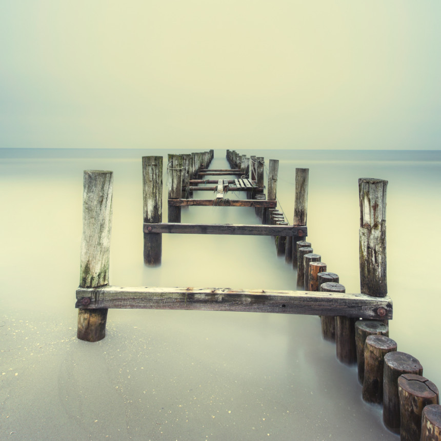 christian-richter-minimalist-photographer-nd-filter-water-dock