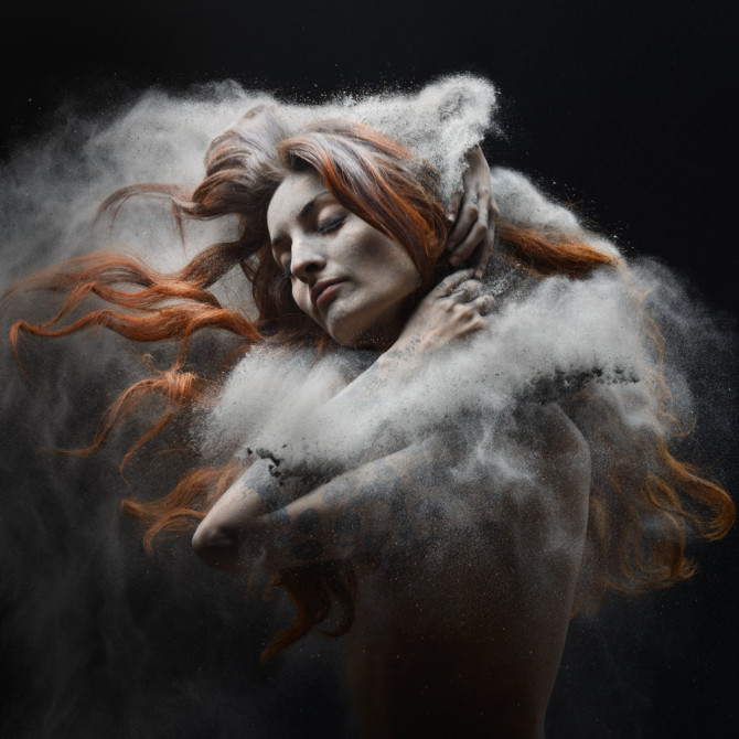 olivier-valsecchi-photography-time-of-war-woman-photography-ash